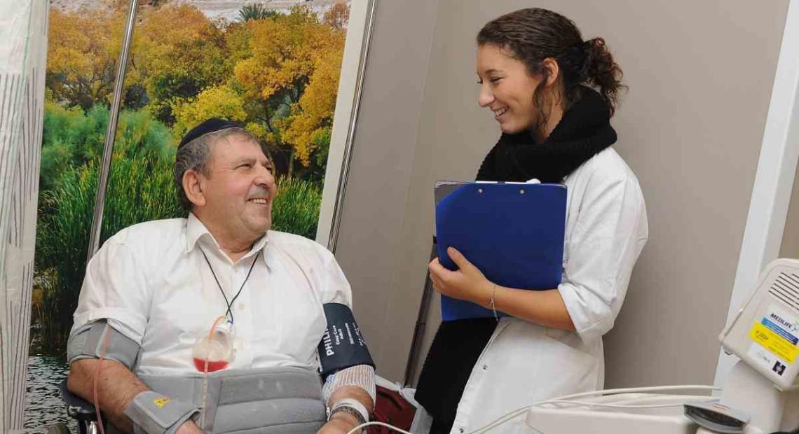 nurse__wheeelchair_patient_DSC_7471_red__7