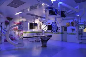 """A chamada """"sala híbrida"""" tem um TC e métodos de imagem interconectados para os cirurgiões em operação"""